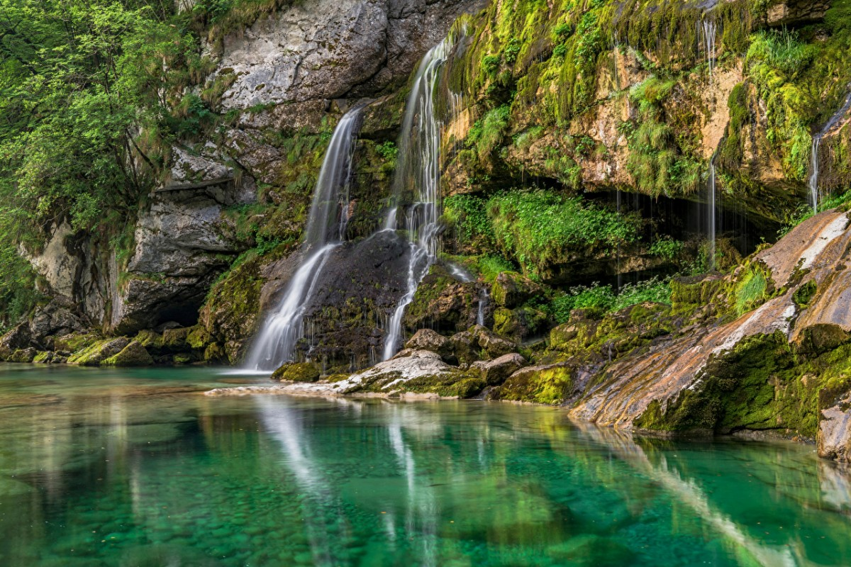 Puzzle Zbierać puzzle online - Waterfall in Slovenia