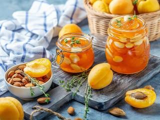 Собирать пазл Apricot jam онлайн