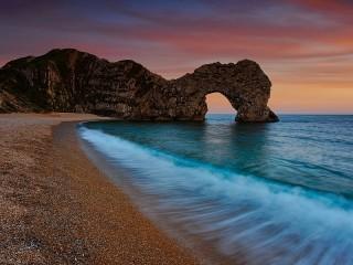 Собирать пазл Arch on the shore онлайн