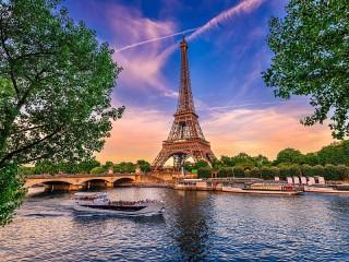 Собирать пазл Tower and the river онлайн