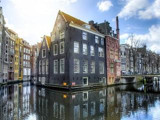 Собирать пазл House on the water онлайн