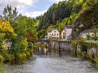 Собирать пазл Town in Luxembourg онлайн
