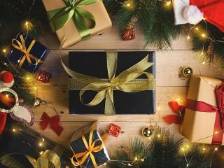 Собирать пазл Boxes with gifts онлайн