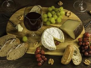 Собирать пазл Red wine and cheese онлайн