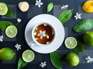 Собирать пазл Limes and a Cup онлайн