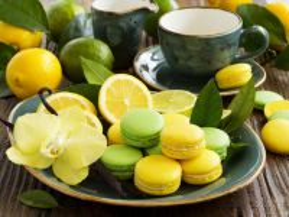 Собирать пазл Macarons and citruses онлайн