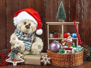 Собирать пазл Bear with gifts онлайн