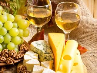 Собирать пазл Natyurmort s vinom онлайн