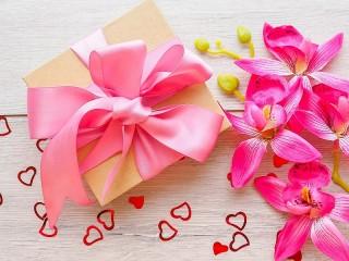 Собирать пазл Orchids and gift онлайн
