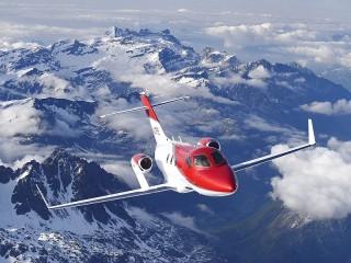 Собирать пазл Flying over the mountains онлайн
