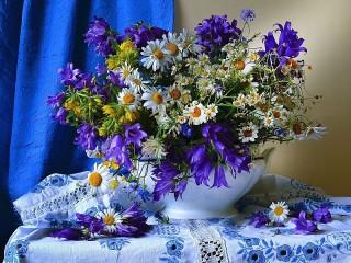 Собирать пазл Polevie tsveti v vaze онлайн