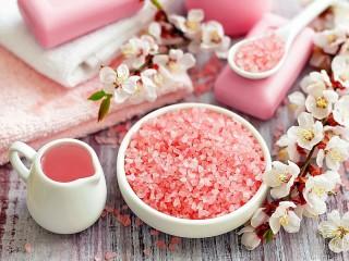 Собирать пазл Pink holiday онлайн