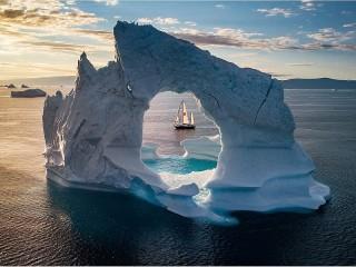 Собирать пазл Through the iceberg онлайн