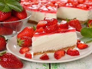Собирать пазл Souffle with strawberries онлайн