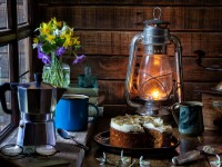 Собирать пазл Cake under a lamp онлайн