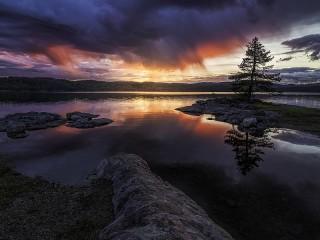 Собирать пазл Evening lake онлайн
