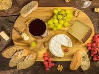 Собирать пазл Wine and cheese онлайн