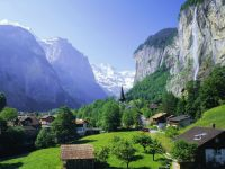 Собирать пазл Waterfall mountain town онлайн