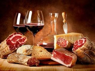 Собирать пазл Wine and meats онлайн