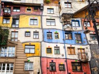 Собирать пазл Bright facade онлайн