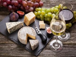 Собирать пазл Appetizers and wine онлайн