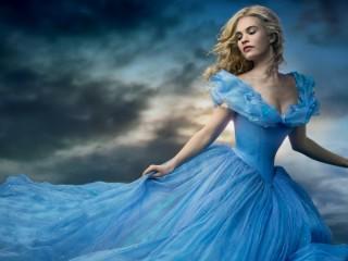 Собирать пазл Cinderella in blue онлайн